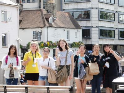 Students on the sightseeing trip at XUK English