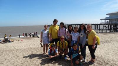 students on summer school trip learning english in london